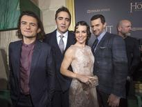 "Atores de ""Hobbit"" Orlando Bloom, Lee Pace, Evangeline Lilly e Richard Armitage posam para foto em Hollywood.  10/12/2014   REUTERS/Mario Anzuoni"