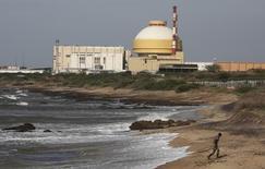 Le réacteur de conception russe de Kudankulam, dans l'Etat indien du Tamil Nadu. L'Inde et la Russie ont signé un accord de coopération nucléaire civile qui prévoit la livraison sur vingt ans de douze réacteurs nucléaires par la compagnie publique russe Rosatom. /Photo prise le 13 septembre 2012/REUTERS/Adnan Abidi