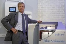 Vincent Bolloré, président du conseil d'administration de Blue Solutions. La filiale du groupe Bolloré, a été choisie par le Syndicat des transports d'Ile-de-France (STIF) et la RATP pour fournir les premiers bus électriques de la région dans le cadre d'un contrat de 10 à 40 millions d'euros, ce qui fait monter le titre en Bourse jeudi. /Photo prise le 17 octobre 2013/REUTERS/Charles Platiau