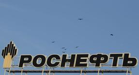 The logo of Russia's top crude producer Rosneft is seen on the top of a building in Stavropol, southern Russia, December 9, 2014. India and Russia will strike an energy partnership when Prime Minister Narendra Modi hosts President Vladimir Putin on Thursday to prepare the way for two Siberian oil deals and chart a route for a first pipeline between the two countries. But a joint 'vision' document is likely to lack hard details, with terms still being thrashed out for ONGC Videsh to acquire an interest in Rosneft's Vankor and Yurubcheno-Tokhomskoye oilfields, officials and industry sources on both sides say. REUTERS/Eduard Korniyenko (RUSSIA - Tags: ENERGY POLITICS BUSINESS LOGO)