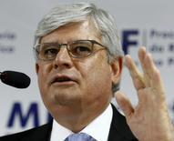 O procurador-geral da República, Rodrigo Janot, concede entrevista coletiva em Curitiba nesta quinta-feira. 11/12/2014 REUTERS/Rodolfo Buhrer