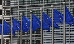 Bandeiras da UE vistas fora da sede da Comissão Europeia em Bruxelas. 10/09/2014 REUTERS/Yves Herman