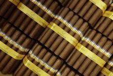 Habanos listos para ser empacados en la fábrica H. Upmann en La Habana, mar 1 2013. Los amantes de los cigarros cubanos se están regocijando.   REUTERS/Desmond Boylan