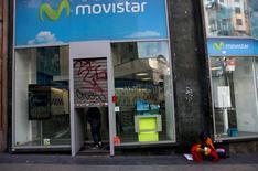 Una tienda de Movistar, ene 30 2013. Movistar, la firma de telefonía celular de Telefónica de Argentina, iniciará el lunes la prestación del servicio de cuarta generación (4G), tres semanas después de la adjudicación de las frecuencias. REUTERS/Susana Vera