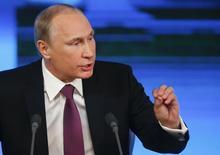 El presidente de Rusia, Vladimir Putin, asiste a su conferencia anual de fin de año en Moscú, 18 diciembre, 2014.  El presidente ruso Vladimir Putin dijo el jueves que las actuales dificultades económicas de Rusia podrían durar los próximos dos años pero que la situación podría mejorar rápido. REUTERS/Maxim Zmeyev