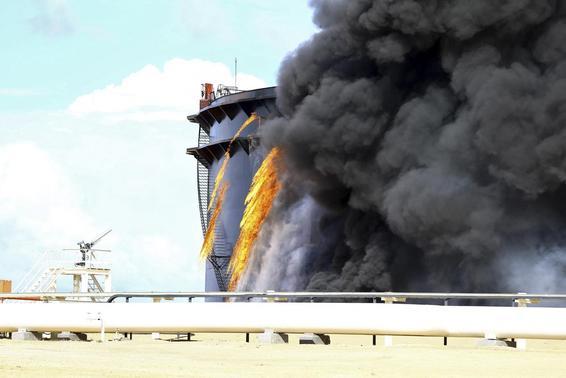 Rocket hits tank at Libya's biggest oil port thumbnail