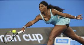 Serena Williams of the U.S. plays a forehand shot to Flavia Pennetta of Italy during their women's singles tennis match at the 2015 Hopman Cup in Perth, January 5, 2015. REUTERS/Stringer