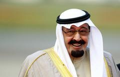 Saudi Arabia's King Abdullah bin Abdulaziz arrives at Heathrow Airport in west London in this October 29, 2007 file photo. REUTERS/Dylan Martinez/Files