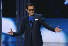 Robert Downey Jr. recebe prêmio People's Choice, em Los Angeles. 07/01/2015 REUTERS/Mario Anzuoni