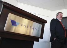Le directeur général de Valeant, J. Michael Pearson, a déclaré que le groupe pharmaceutique canadien allait concentrer ses projets d'acquisition sur des petites entreprises non cotées, après l'échec en 2014 de la tentative hostile de rachat de l'américain Allergan. /Photo prise le 20 mai 2014/REUTERS/Christinne Muschi