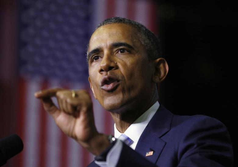 U.S. President Barack Obama speaks about community college education during a visit to Pellissippi State College in Knoxville, Tennessee, January 9, 2015.  REUTERS/Kevin Lamarque