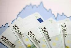 La Banque de France confirme sa prévision de croissance de l'économie de 0,1% au quatrième trimestre 2014. /Photo d'archives/REUTERS/Dado Ruvic