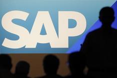 """SAP a publié un bénéfice opérationnel en  hausse de 1% de son bénéfice opérationnel au quatrième trimestre, dans un contexte d'accélération du passage de ses clients professionnels aux services dématérialisés (""""cloud"""").  /Photo d'archives/REUTERS/Alex Domanski"""