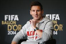 Argentino Lionel Messi, do Barcelona, participa de entrevista coletiva durante cerimônia da Bola de Ouro da Fifa em Zurique. 12/01/2015 REUTERS/Ruben Sprich