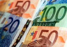 Le ministère français des Finances a annoncé jeudi le maintien du taux du Livret A à 1,0% malgré la proposition faite un peu plus tôt par le gouverneur de la Banque de France de l'abaisser à 0,75%. /Photo d'archives/REUTERS/Kacper Pempel