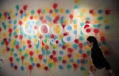 Quatre géants de la Silicon Valley, dont Apple et Google, ont accepté de payer 415 millions de dollars (357 millions d'euros) pour mettre fin à une plainte en nom collectif les accusant de s'être entendus pour ne pas débaucher des collaborateurs des uns et des autres. /Photo d'archives/REUTERS/Jim Young