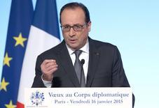 François Hollande a salué vendredi l'action de la Banque centrale européenne, qui aurait selon lui rempli ses objectifs d'inflation puisque celle-ci est proche de zéro. /Photo prise le 16 janvier 2015/REUTERS/Philippe Wojazer