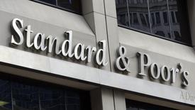 Офис Standard and Poor's в Нью-Йорке. 3 августа 2012 года. Международное рейтинговое агентство Standard & Poor's сообщило в пятницу, что примет решение о суверенном рейтинге России до конца января, в то время как раньше планировало сделать это до середины месяца. REUTERS/Charles Platiau