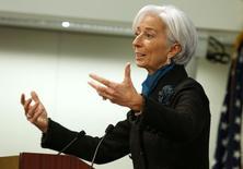 La directora gerente del FMI, Christine Lagarde, realiza un discurso en Washington. Imagen de archivo, 15 enero, 2015.  El Banco Central Europeo (BCE) debería asegurar que cualquier programa de alivio cuantitativo en el que se embarque comparta tanto riesgo como pueda entre sus miembros, dijo el lunes la jefa del Fondo Monetario Internacional (FMI). REUTERS/Yuri Gripas