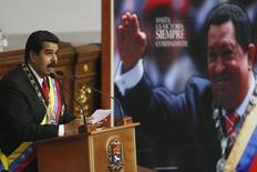 """El presidente de Venezuela, Nicolás Maduro, se dirige a la Asamblea Nacional en su discurso anual, Caracas 21 de enero de 2015. El presidente de Venezuela, Nicolás Maduro, dijo el miércoles que """"llegó el momento"""" para aumentar la gasolina en el país, en medio de un fuerte retroceso de sus ingresos tras la caída de los precios internacionales del crudo. REUTERS/Jorge Silva"""