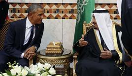 Президент США Барак Обама и король Саудовской Аравии Салман во время встречи в Эр-Рияде. 27 января 2015 года. Король Саудовской Аравии Салман заверил президента США Барака Обаму в стабильности политики королевства в энергетической сфере, сообщил журналистам высокопоставленный чиновник администрации президента. REUTERS/Jim Bourg