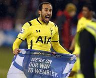 Andros Townsend, do Tottenham, comemora classificação da equipe para a final da Copa da Liga Inglesa. 28/01/2015 REUTERS/Andrew Yates