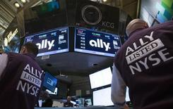 Traders work at the Post that trades Ally Financial Inc. following the IPO on the floor of the New York Stock Exchange April 10, 2014. REUTERS/Brendan McDermid
