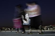 لافتة عليها صورة ام كلثوم  بعمان عاصمة الاردن - ارشيف رويترز