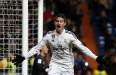 James Rodríguez celebra gol contra o Sevilla durante partida no estádio Santiago Bernabeu. 04/02/2015 REUTERS/Susana Vera