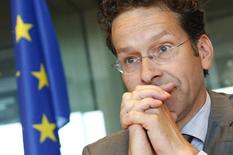 Jeroen Dijsselbloem, président de l'Eurogroupe, a déclaré vendredi que les ministres des Finances de la zone euro voulaient apprendre mercredi prochain comment la Grèce entendait devenir financièrement indépendante alors que le temps dont dispose le nouveau gouvernement pour avaliser le train de réformes accepté par le précédent était compté. /Photo d'archives/REUTERS/François Lenoir