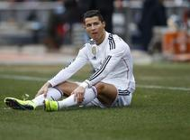 Atacante do Real Cristiano Ronaldo, durante jogo contra Atlético de Madri  no estádio Vicente Calderón, em Madri. 7/2/2015 REUTERS/Juan Medina