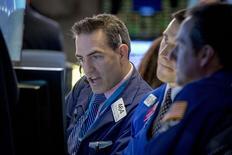 La Bourse de New York a ouvert en hausse mardi, portée par les bons résultats de Coca-Cola et l'espoir d'un règlement de la dette grecque. Dans les premiers échanges, le Dow Jones gagne 0,49%. Le Standard & Poor's 500 progresse de 0,45% et le Nasdaq  prend 0,51%. /Photo prise le 9 février 2015EUTERS/Brendan McDermid