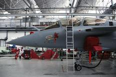La conclusion d'un contrat de vente d'avions de combat Rafale de Dassault Aviation à l'Egypte est imminente, a déclaré à Reuters une source proche du dossier, selon laquelle une réunion technique ministères-industriels était prévue mardi. /Photo d'archives/REUTERS/Benoît Tessier
