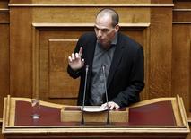 Le ministre grec des Finances Yanis Varoufakis a déclaré que la Grèce ne serait pas en mesure de rembourser sa dette à court terme et qu'une restructuration serait dès lors nécessaire. /Photo prise le 10 février 2015/REUTERS/Alkis Konstantinidis