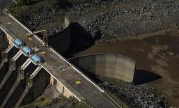 Vista da barragem de Jaguari, parte do reservatório da Cantareira, em Bragança Paulista. 28/05/2014 REUTERS/Roosevelt Cassio