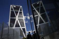La Haute Cour d'Espagne a donné un mois à Bankia et à plusieurs anciens responsables de la banque pour constituer un dépôt de garantie de 800 millions d'euros, destiné à couvrir l'éventuel passif lié à l'introduction en Bourse de l'établissement. /Photo d'archives/REUTERS/Susana Vera