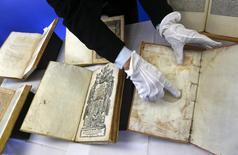 Livros são devolvidos pela Alemanha após roubo a bibliotecas italianas. 13/02/2015.    REUTERS/Michael Dalder