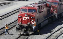A Canadian Pacific Railway crew works on their train at the CP Rail yards in Calgary, Alberta, in this file photo taken April 29, 2014.  REUTERS/Todd Korol/Files