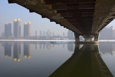 A Jilin, dans la province chinoise du même nom. Les prix moyens de l'immobilier dans les 70 principales villes chinoises ont baissé en janvier pour le neuvième mois d'affilée, tout en montrant des signes de stabilisation dans les grandes métropoles, selon les statistiques officielles. /Photo prise le 3 février 2015/REUTERS