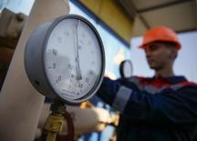 Датчик давления на газокомпрессорной станции под Ужгородом. 21 мая 2014 года. Газпром второй день подряд увеличивает поставки Украине, в том числе через границу в районе Донбасса, сообщила компания в пятницу. REUTERS/Gleb Garanich
