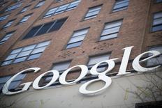 Le service de la concurrence russe a ouvert une enquête sur Google à la demande du site Yandex, principal site de recherche sur internet en Russie, pour déterminer si le géant californien n'abuse pas d'une position dominante avec son système Android pour smartphones. /Photo d'archives/REUTERS/Andrew Kelly