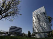 Le canadien Valeant Pharmaceuticals va racheter l'américain Salix Pharmaceuticals pour 158,00 dollars par action, ce qui représente une valeur d'entreprise de 14,5 milliards de dollars (12,7 milliards d'euros). /Photo d'archives/REUTERS/Christinne Muschi