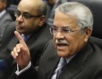 El ministro de Petróleo de Arabia Saudita, Ali al-Naimi, en la reunión de ministros de la OPEP en Viena, nov 27 2014. El ministro de Petróleo de Arabia Saudita, Ali al-Naimi, dijo el miércoles que la demanda de crudo está creciendo y los mercados están tranquilos, en algunos de sus primeros comentarios públicos desde que el precio del petróleo repuntó desde un nivel mínimo en seis años. REUTERS/Heinz-Peter Bader