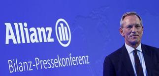 Michael Diekmann, presidente ejecutivo de la mayor aseguradora de Europa, Allianz SE, asiste a la conferencia de prensa anual de la compañía en Múnich, 26 de febrero de 2015. La aseguradora alemana Allianz elevó su dividendo en una cantidad menor que la esperada luego de que su ganancia operativa y su utilidad neta incumplieron las expectativas de los analistas en el 2014. REUTERS / Michaela Rehle