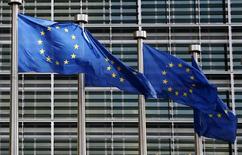 La Commission européenne recommande à la France de ramener son déficit public à 4,0% du produit intérieur brut à la fin de cette année, à 3,4% fin 2016 et à 2,8% fin 2017, selon le texte de la recommandation publié vendredi. /Photo prise le 2 février 2015/REUTERS/François Lenoir
