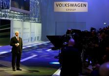 Le président du directoire de Volkswagen Martin Winterkorn a déclaré lundi que le gourpe avait vendu plus de 1,5 million d'automobiles à travers ses différentes marques durant les deux premiers mois de l'année, ce qui est sans précédent. /Photo d'archives/REUTERS/Arnd Wiegmann
