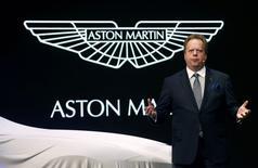 """Le directeur général d'Aston Martin Andy Palmer au salon automobile de Genève. Le constructeur britannique de voitures de sport envisage de se lancer sur le créneau porteur des """"4x4"""" de luxe, ce qui pourrait se traduire par un renforcement de son partenariat avec l'allemand Daimler. /Photo prise le 3 mars 2015/REUTERS/Arnd Wiegmann"""