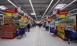 View of an aisle with shopping carts at Carrefour Planet supermarket in Nice Lingostiere November 29, 2011. REUTERS/Eric Gaillard