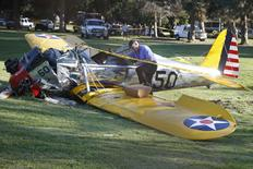 Avião pilotado por Harrison Ford se acidenta em campo de golfe em Los Angeles. 05/03/2015.   REUTERS/Lucy Nicholson