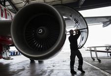 """Airbus a lancé BizLab, un """"accélérateur mondial de business"""" pour l'industrie aéronautique et spatiale qui doit permettre de faire travailler ensemble les ingénieurs de l'avionneur européen, ses sous-traitants et des start-ups afin de développer des innovations. /Photo d'archives/REUTERS/Thomas Peter"""